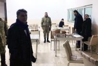 DONMA TEHLİKESİ - Bitlis'te Yolda Kalan 52 Vatandaşı Askerler Kurtardı
