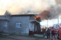 SAMANLıK - Bolu'da İki Katlı Ev, Ahır Ve Samanlık Yandı