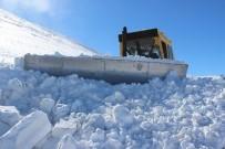 Elazığ'da Karla Mücadele Sürüyor