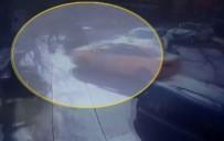 TAKSİ ŞOFÖRÜ - İstanbul'da Motosiklet Kazası Kamerada