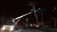 TAHAMMÜL - Kar Yağışı Ve Fırtına Elektrik Direklerini Devirdi