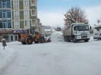 KÖY YOLLARI - Malazgirt'te Kar Yağışı Ve Tipi