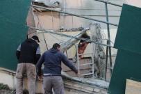 İŞ KAZASI - Şişli'de Bir Operatör Kullandığı Kepçeyle Boşluğa Düştü