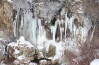BUZ SARKITLARI - Sızır Şelalesi Buz Tuttu