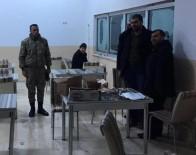 DONMA TEHLİKESİ - Yolda Kalan 52 Vatandaşı Askerler Kurtardı