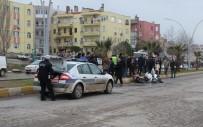 MOTOSİKLET SÜRÜCÜSÜ - Balıkesir'de İki Motosiklet Çarpıştı Açıklaması 2 Yaralı