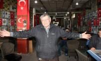 AHMET UZER - Eski Futbolcu Anılarını Kıraathanesinde Yaşatıyor