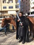 FANTEZI - Jon Snow Atıyla Eskişehir Sokaklarını Gezdi