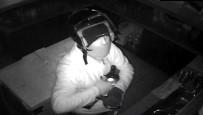 ALKOLLÜ İÇKİ - Kasklı Hırsız 15 Bin Liralık İçki Çaldı
