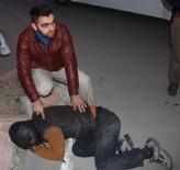 HANEDAN - Kovaladı, Yakaladı, Polise Teslim Etti