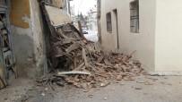 Milas'ta Eski Ev Çöktü
