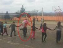 Öğrencisini sırtında taşıyan öğretmen