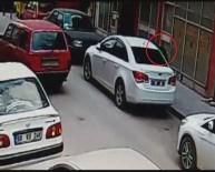 Otomobilden Çanta Hırsızlığı Kamerada