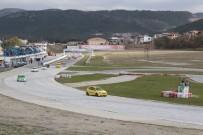 YARIŞ OTOMOBİLİ - Pilotlar asfaltın tozunu attırdı