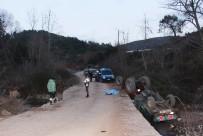 Traktör İle Beton Bariyerlerin Arasına Sıkışan Sürücü Öldü
