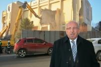 AHMET POYRAZ - 33 Yıllık Belediye Binasının Yıkımı Başladı