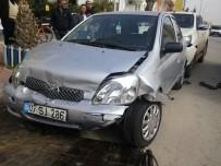 DİREKSİYON - Antalya'da Otomobil Park Halindeki Araçlara Çarptı