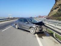DİREKSİYON - Bariyerlere Çarpan Otomobil Hurdaya Döndü