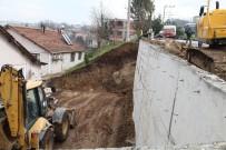 İSTİNAT DUVARI - Başiskele'de Duvar Çalışmaları Sürüyor