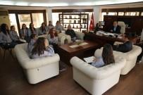 CENGIZ TOPEL - Finike'nin Prensesleri Başkan Sarıoğlu'nu Ziyaret Etti