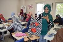 HEDİYELİK EŞYA - Göçmen Kadınlar AKDEM'de Meslek Edindi