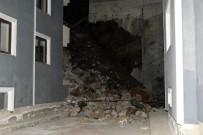 ERCAN ÇİMEN - İstinat Duvarı Binanın Üzerine Yıkıldı