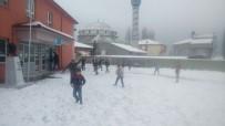 YAĞAN - Karbasan Köyüne Cemreyle Birlikte Kar Düştü