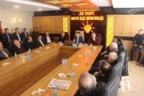 KUVVETLER AYRILIĞI - Mahalle Başkanları İle Referandum Toplantısı