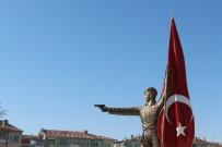 KARAALI - Şehit Halisdemir'in Heykeli Memleketi Niğde'ye Dikildi