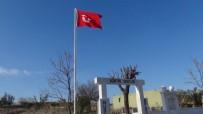 ŞEHIT - Şehitliğe 30 Yıl Sonra Bayrak Asıldı