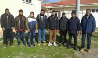 KÜÇÜKKÖY - 8 göçmen kıskıvrak yakalandı