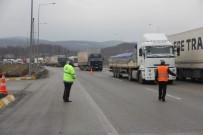 TAŞKALE - Bolu Dağı Tüneli'nde Kaza Trafiği Durdurdu