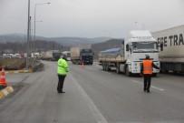 TAŞKALE - Bolu Dağı Tüneli'ndeki Kaza İstanbul Yönünü Trafiğe Kilitledi