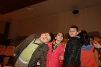 EMRAH YıLMAZ - Çamlıca Okulu Öğrencilerinin Tiyatro Keyfi