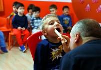 DİŞ HEKİMLERİ - Çocuklara, Ücretsiz Diş Taraması Yapıldı