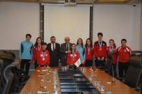 ALTIN MADALYA - Madalyalı Genç Atletler Sevinçlerini Başkan Eşkinat İle Paylaştılar Ziyaret Etti