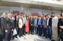 CUMHURİYET HALK PARTİSİ - Mehdi Eker'i Gülümseten Slogan