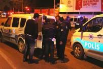 POLİS EKİPLERİ - Polisi Gören Hırsız Bagaja Saklandı