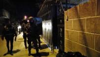 ÇETE LİDERİ - Şebeke Lideri Sahte Polis, Evini Kale Gibi Korumaya Çemberine Almış