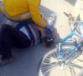 POLİS EKİPLERİ - Yolcu Minibüsü Bisiklete Çarptı Açıklaması 1 Yaralı