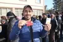 KıZıLAY - Batman'da Bin 119 Suriyeli Aileye Kızılay Kartı Verildi