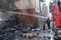 TAHKİKAT - Bursa'da Hurdalık Yangını Korkuttu