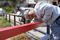 MUHTARLIKLAR - Büyükşehir Belediyesi, Mersin İdmanyurdu'nun Renklerini Mahallelere Nakşediyor