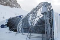BUZ PATENİ - Hakkari'nin İlk Buz Pateni Pistinin Çatısı Çöktü