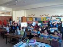 OKUL ÇANTASI - Köy Okuluna Kırtasiye Yardımı Yapıldı