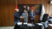 ONARIM ÇALIŞMASI - Okul Onarımına Destek Veren Milli Eğitim Müdürüne Teşekkür Plaketi