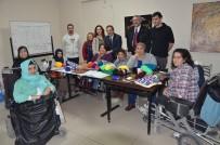GENÇLİK MERKEZİ - Engelli Kadınlar Hayata Örgü Şişleriyle Tutunuyor