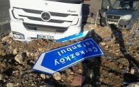 TİCARİ ARAÇ - Tekirdağ'da Tır İle Hafif Ticari Araç Çarpıştı Açıklaması 4 Yaralı