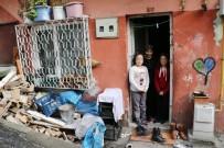 KADIN SIĞINMA - Üç Çocuğu İle Harabe Evde Yaşam Mücadelesi Veriyor