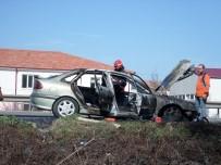 KARAYOLLARI - Alevlere Teslim Olan Otomobil Kullanılmaz Hale Geldi